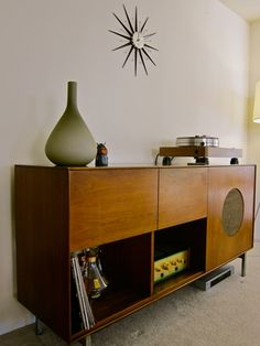 Hi-Fi cabinet designed by George Nelson for Herman Miller c. 1950 + VPI Classic 2 turntable and Leben C300 tube amp
