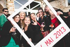 Cadre photo pour le mariage The bride next door Perfect Wedding, Dream Wedding, Wedding Day, Animation Soiree, Photos Booth, Wedding Activities, Under The Lights, Wedding Frames, Communion
