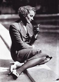 "Foto in ""Marlene Dietrich ( 27 December 1901 – 6 May 1992 ) a German actress and singer"" - GoogleFotos"