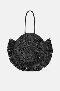 Zara Sale Details & Best Items to Buy - College Fashion - Borsa da donna Large Black Tote Bag, Latest Bags, Zara Bags, Unique Purses, Cheap Bags, Vintage Purses, Summer Bags, Shopper Bag, Knitted Bags