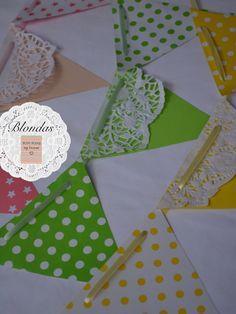Guirnalda de papel con blondas, $30 en https://ofeliafeliz.com.ar