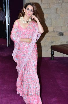 Sarees ©: Kangana Ranaut in a Beautiful Pink Saree Simple Sarees, Trendy Sarees, Stylish Sarees, Bollywood Saree, Bollywood Fashion, Bollywood Actress, Saris, Indian Dresses, Indian Outfits