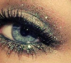 Cool eye-makeup