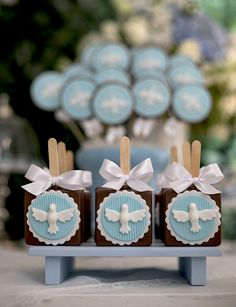 Batizado clássico com tema anjinho - Constance Zahn | Babies & Kids Baptism Desserts, Catholic Christening, 6 Month Baby Picture Ideas, Christening Decorations, First Communion Cakes, Baptism Party, Boy Shower, Baby Birthday, Party Themes