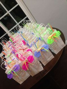 New neon party ideas goodie bags ideas Dance Party Birthday, Neon Birthday, Jojo Siwa Birthday, 6th Birthday Parties, Birthday Favors, Birthday Ideas, Glow In Dark Party, Glow Party, Roller Skating Party