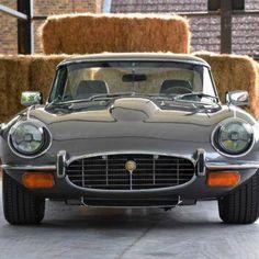 Pure Art: Jaguar E-Type Restomod - Classic car list Classic Cars British, Bmw Classic Cars, British Sports Cars, Austin Martin, Best Muscle Cars, Jaguar E Type, Jaguar Xk, Car Colors, Mini Trucks