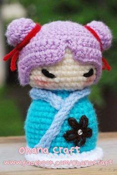 Mia the Kokeshi doll Jewlry Box Knitted Dolls, Crochet Dolls, Crochet Hats, Matryoshka Doll, Kokeshi Dolls, Box Patterns, Craft Patterns, Crochet Doll Pattern, Crochet Patterns