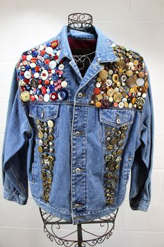 Embellished with assorted different buttons. Front chest pockets and front waist slip in pockets. In pre-owned condition, overall good condition; typical minor signs of normal wear/use. Pins On Denim Jacket, Jean Jacket Outfits, Denim Jacket Men, Jeans Denim, Denim Outfit, Embellished Jeans, Embellished Jackets, Estilo Jeans, Denim Art