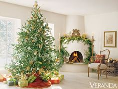 Classic, elegant, and peaceful Christmas fireplace mantel ideas