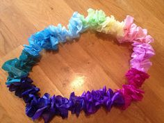 Making a  quick and easy Hawaiian Lei at home - Simple Hawaiian Costume for Kids On a Budget Against the Clock