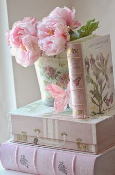 4 Loving Tips AND Tricks: Shabby Chic Nursery Crib shabby chic cottage posts.Shabby Chic Pink And White shabby chic bathroom colors.Shabby Chic Pink And White. Fleurs Style Shabby Chic, Flores Shabby Chic, Rosa Shabby Chic, Cottage Shabby Chic, Shabby Chic Mode, Shabby Chic Kitchen Decor, Estilo Shabby Chic, Shabby Chic Living Room, Shabby Chic Interiors