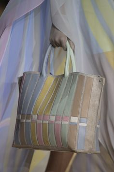 Akris Spring 2020 Fashion Show Details. All the fashion runway close-up details, shoes, and handbags from the Akris Spring 2020 Fashion Show Details. Trendy Purses, Big Purses, Cheap Purses, Cheap Handbags, Cheap Bags, Purses And Handbags, Unique Purses, Hobo Handbags, Handbag Storage