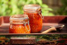 Sos pentru paste la borcan, pentru iarnă - rețeta de sos de roșii cu usturoi (marinara). Cum se face sos de roșii în stil italian? Cum se How To Make Fermented Foods, How To Make Beets, Kombucha How To Make, Making Apple Cider, Make Apple Cider Vinegar, Best Sweet Pickle Recipe, Beet Kvass, Vegan Yogurt, Yogurt Recipes