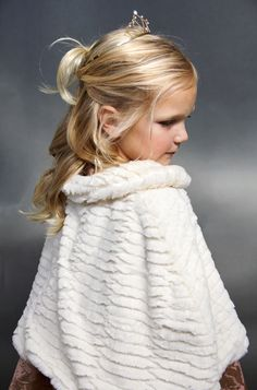 Wondering how you could make your little girls feel even more like princesses? Click in to this fur cape sewing project tutorial by the Sewing Rabbit and craft away to happily ever after.