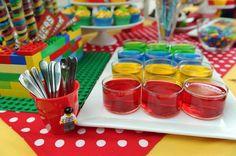 Bunt - bunt - Lego! So muss das passende Essen  für ne Lego-Party aussehen!  Danke dafür, Dein blog.balloonas.com    #kindergeburtstag #motto #mottoparty #party #lego #balloonas #food #essen #deko #ideen #backen