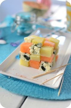 Salade de Roquefort, Melon et Patate en Rubik's Cube Easy Cooking, Cooking Recipes, Other Recipes, Entrees, Cube, Food Photography, Appetizers, Menu, Ethnic Recipes