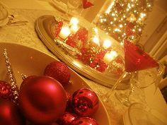 Reflective modern christmas tablescape