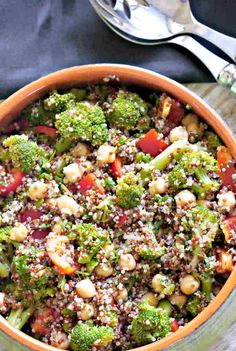 This hearty broccoli and chickpea quinoa salad is deliciously flavoured with a light vinaigrette and fresh herbs. Serve as a side with your favourite main, or as a vegetarian entree. This is a delicious light vegan salad. Rice Salad Recipes, Broccoli Recipes, Casserole Recipes, Gluten Free Quinoa Salad, Chickpea Salad, Gluten Free Recipes, Healthy Recipes, Power Salad, Vegetarian Entrees
