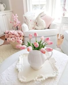 Shabby Chic Pink Paint Styles and Decors to Apply in Your Home – Shabby Chic Home Interiors Estilo Shabby Chic, Shabby Chic Pink, Shabby Chic Bedrooms, Trendy Bedroom, Shabby Chic Style, Shabby Chic Furniture, Shabby Chic Decor, Bedroom Furniture, Furniture Ideas