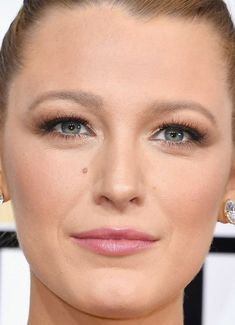 Close-up of Blake Lively at the 2017 Golden Globe Awards.