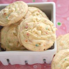Ingredients 1 box Betty Crocker® SuperMoist® party rainbow chip cake mix 1 box (4-serving size) banana cream instant pudding and pie filling mix 1/2 cup vegetable oil 2 eggs