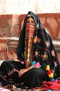 world-ethnic-beauty: Bedouin People of Egypt in traditional costume Population Du Monde, Ethno Style, Face Veil, Beauty Around The World, Beauty Inside, Beauty And Fashion, Folk Costume, Ethnic Fashion, Muslim Fashion