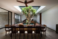 Designing environmentally friendly homes is certainly a necessity for every architect in the world. Environmental friendly design with energy minimization, a variety of plants and also enough open space in the house is part of how to create an eco-house. Dining Room Design, Dining Area, Beautiful Architecture, Architecture Design, Architecture Office, Decoration Shop, Home Design, Interior Design, Casa Patio