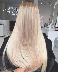 Everyone has a different hair color preference, but certainly the most sought-after color is the one and only: blonde. While going blonde might seem like the ideal hair color to choose for your nex… Beautiful Long Hair, Gorgeous Hair, Hair Inspo, Hair Inspiration, Coiffure Hair, Balayage Blond, Creamy Blonde, Blonde Hair Looks, Pinterest Hair