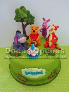 Doces Opções: Bolo de aniversário com o Winnie the pooh e amigos...