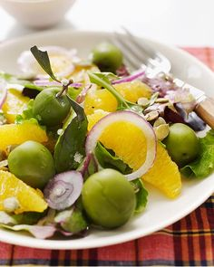 perfect salad to brigten up a meal!        Serves 4  2 oranges  mini salad greens  1 red onion, sliced  2 tablespoons toasted pumpkin seeds  1 cup green olives  salt and pepper  olive oil
