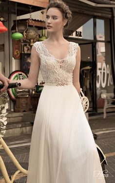 Dress: Flora Bridal | Madlen