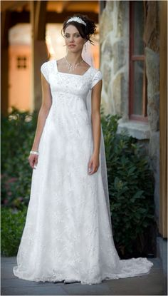 pretty elegant jane austin style wedding gown