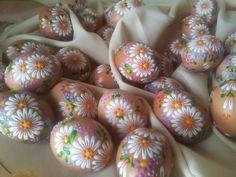 www.pysankastore.com www.bravopysanka.com Easter Dyi, Cool Easter Eggs, Easter Crafts, Happy Easter, Rock Crafts, Diy And Crafts, Polish Easter, Egg Shell Art, Carved Eggs