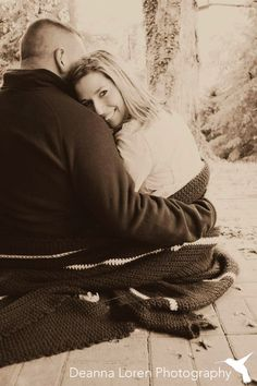 Fall engagement picture ideas   cuddling up with a blanket