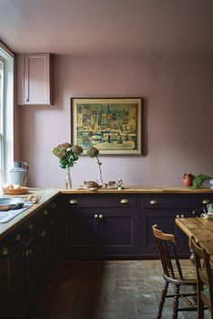 Farrow & Ball embraces bold colours for releasing its must-have shades for interiors Home Interior, Kitchen Interior, New Kitchen, Kitchen Dining, Kitchen Decor, Interior Modern, Black Kitchens, Cool Kitchens, Kitchens Uk