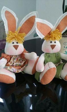 Casal  de coelhos em algodão