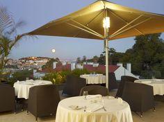 Até ao final do verão, o rooftop Varanda do Castelo do hotel The Vintage Lisboa…