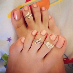 Toe nail color for Lauren's wedding???? No toe rings