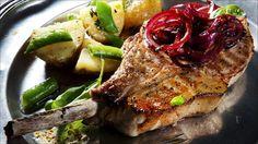 Svinekoteletter med rødløkskompott - Godt.no - Finn noe godt å spise