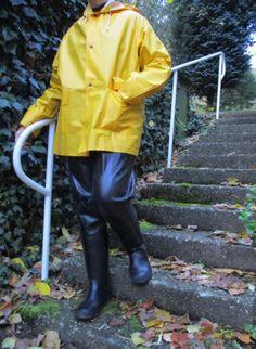 Friesennerz-PVC-Gummi-Regenjacke-Segeljacke-Olzeug-Mantel Pvc Raincoat, Rain Gear, Love To Meet, Girls In Love, Girls Wear, Farmer, Latex, Rain Jacket, Windbreaker