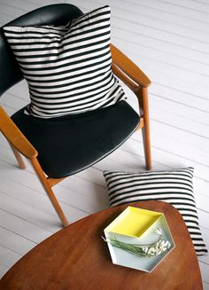 mellaogmalla- black and white striped pillows. noraquinonez.etsy.com