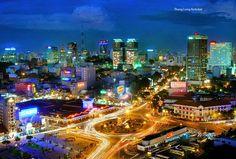 Hồ Chí Minh là một thành phố năng động, là trung tâm kinh tế chính của Việt Nam.Để mua vé máy bay đi TPHCM xin vui lòng liên hệ : (08) 3960 3780