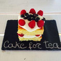 """""""Cake for Tea"""", um delicioso bolo de pão de ló e """"doble Cream"""" cheiinho de frutos vermelhos bem frescos!"""