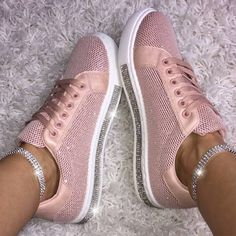 Sneakers Mode, Sneakers Fashion, Fashion Shoes, How To Wear Loafers, Loafers For Women, Loafers Outfit, Pretty Shoes, Cute Shoes, Fab Shoes