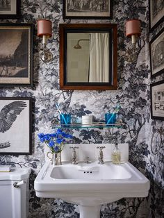 Boho Home Decor Bens London house - Ben Pentreath Ltd.Boho Home Decor Bens London house - Ben Pentreath Ltd Decor, Georgian Homes, Bathroom Wallpaper, Cheap Home Decor, London House, Interior Design, Bathroom Design, Bathroom Decor, Beautiful Bathrooms