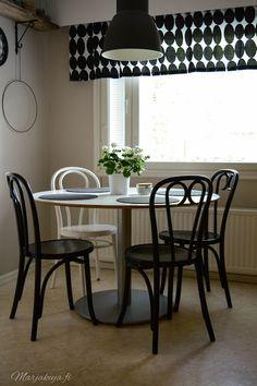 Kirppistelyä & tuoli dilemma - Lifestyle Blogi   www.marjakuja.fi Poland, Dining Table, Furniture, Home Decor, Decoration Home, Room Decor, Dinner Table, Home Furnishings, Dining Room Table