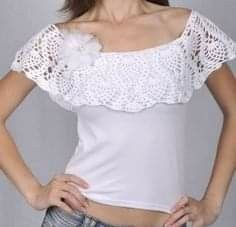 Aplicación de blusa T-shirt Au Crochet, Crochet Fabric, Crochet Collar, Crochet T Shirts, Crochet Blouse, Crochet Clothes, Crochet Embellishments, Diy Clothing, Crochet Fashion