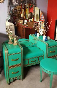 How The Vintage Vanity Became The Modern Makeup TaYou can find Vintage vanity and more on our website.How The Vintage Vanity Became The Modern Makeup Ta Home Design, Design Blog, Decor Interior Design, Design Design, Design Table, Chair Design, Vintage Design, Vintage Diy, Vintage Home Decor