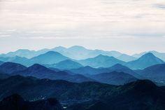 https://www.etsy.com/ca/listing/228902436/misty-mountain-wallpaper-foggy-mountain?ref=market