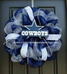Dallas Cowboys Mesh Wreath - Cowboys Wreath (but would be hawks) Dallas Cowboys Crafts, Dallas Cowboys Wreath, Football Wreath, Dallas Cowboys Football, Cowboy Baby, Camo Baby, Cowboy Crafts, Cowboy Christmas, Christmas Bows